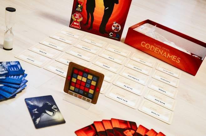 Top 5 Spiele für einen chilligen Spieleabend. Codenames © Freizeit in Wien
